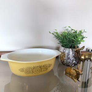 Pyrex Golden Rosette Casserole